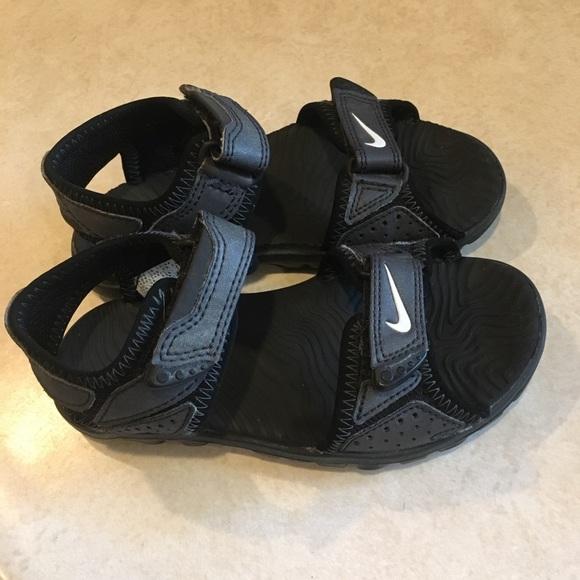 4b81f90611b7e Little boys Nike sandals size 11. M 5a4ce46b2ab8c5452000ffc5